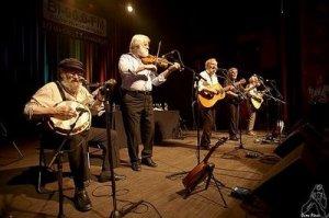50 Jahre gemeinsam auf der Bühne ohne Rost und Grünspan anzusetzen: The Dubliners (seit 2013 The Dublin Legends).